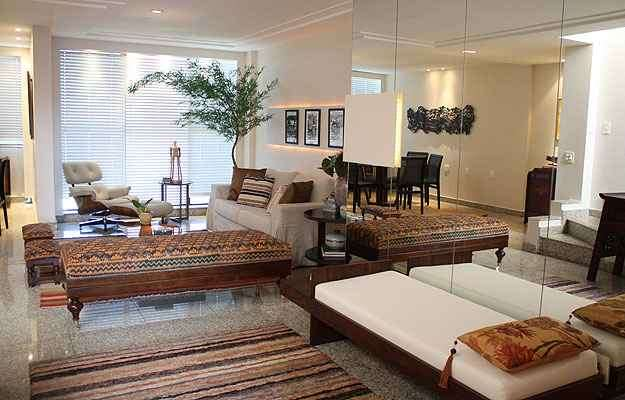 A arquiteta Ana Arsky conseguiu transformar a sala de estar em menos de um mês, tempo que o cliente tinha para se mudar - Valério Ayres/Esp. CB/ D.A Press