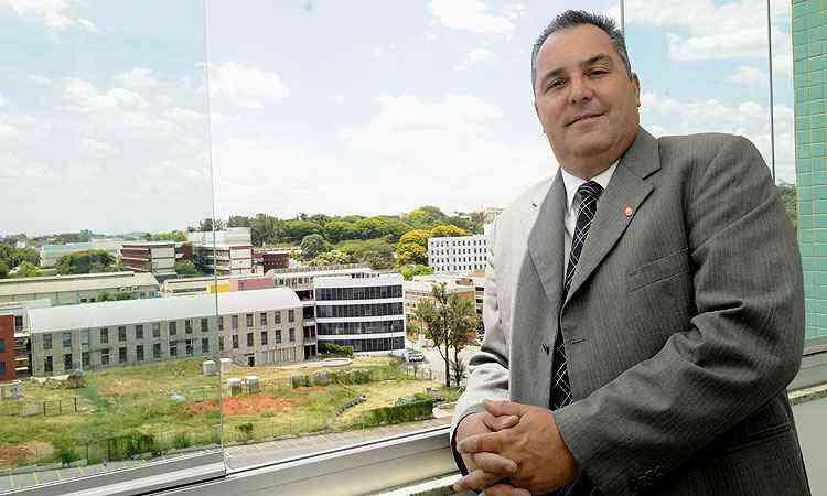 Eurico Santos Neto, diretor da Coração Eucarístico Netimóveis, diz que, no início do ano, cerca de 60% das transações estão ligadas aos estudantes, o que cai para 40% nos demais meses - Jair Amaral/EM/D.A Press