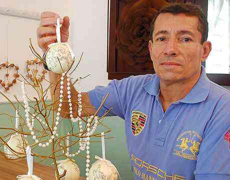 O artista plástico Aluízio Figueiredo cria belas peças para a decoração da casa - Carlos Altman/EM/D.A Press