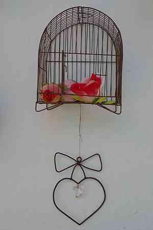 Peça criada pelo artista plástico Aluízio Figueiredo, que tem fabricação própria de gaiolas - Carlos Altman/EM/D.A Press