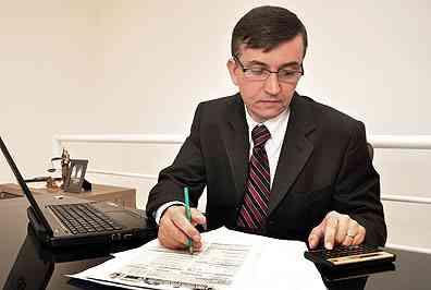 O advogado Paulo Viana diz que o ideal é o interessado buscar se informar para evitar a contratação de curiosos ou aventureiros - Eduardo de Almeida/RA Studio