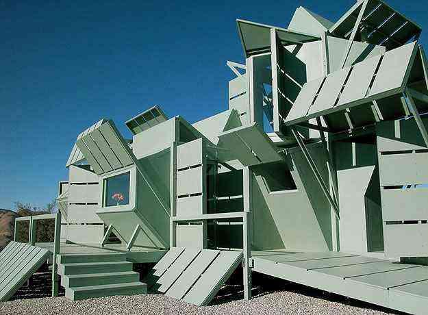 Toda a estrutura da casa é formada por placas de aço e concreto que se encaixam - Michael Jantzen/Divulgação