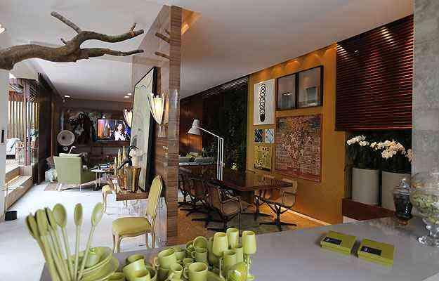 Na Casa do Jardim, chama atenção o imponente flamboyant que permeia o espaço - Sidney Lopes/EM/D.A Press