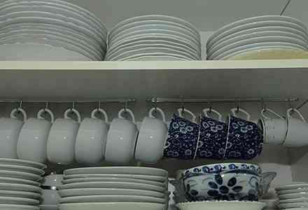 Na cozinha,a dica é organizar com lógica: objetos mais usados devem ter acesso facilitado. - Divulgação