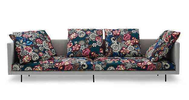 Sofá moderno criado pelo designer Marcus Ferreira e a estilista Adriana Barra - Carbono/Divulgação