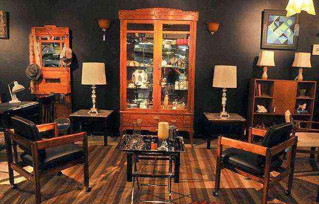 Peças antigas ganham presença quando misturadas à decoração moderna e imprimem status ao dono por revisitar o passado sem transformar a casa num antiquário - Antônio Cunha/Esp. CB/D.A Press
