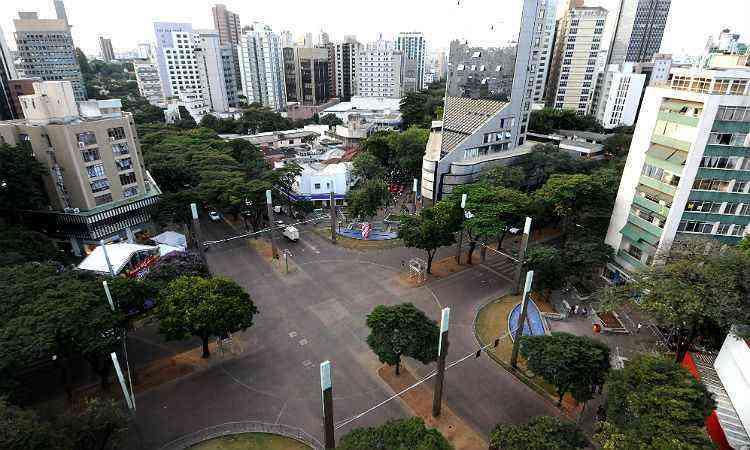Praça Diogo de Vascocelos, no coração da Savassi - Gladyston Rodrigues/EM/D.A Press-6/7/12