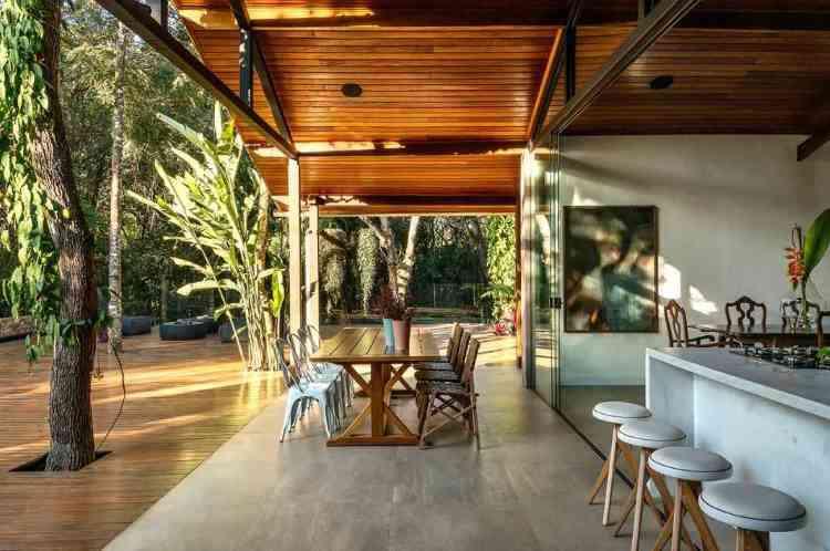 Ambiente aberto para a natureza: concepção de Junior Piacesi para uma casa que chama ao relaxamento - Jomar Bragança/Divulgação