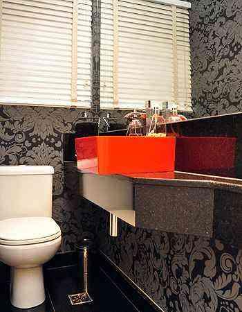Produto pode ser aplicado em vários locais da casa, até nos lavabos. Material de qualidade é indispensável para evitar problemas - Eduardo de Almeida/RA Studio