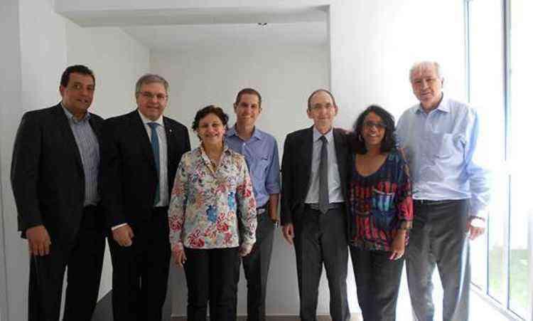 Diretores da Caixa Econômica Federal e o presidente da MRV Engenharia, Rafael Menin, realizaram a entrega das chaves dos apartamentos - MRV Engenharia/Divulgação