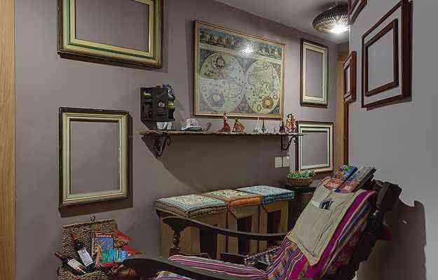 No Hall dos Viajantes, ambiente de Lidia Sucasas e Anna de Matos na Morar Mais por Menos BH, em 2013, o canto de leitura tem a cadeira como estrela - Gustavo Xavier/Fotoambiente/Divulgação