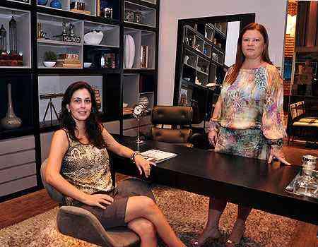 As decoradoras sócias da AK Interiores, Ana Karina Chaves e Klazina Norden, dizem que as medidas adequadas do mobiliário variam de acordo com cada pessoa - Eduardo de Almeida/RA Studio