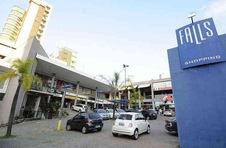Pequenos malls transformaram o bairro em ponto de encontro de pessoas - Ramon Lisboa/EM/D.A Press