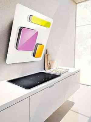 Coifa branca com painéis coloridos - LOFRA/DIVULGAÇÃO