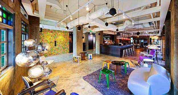 Recepção, bar e restaurante têm decoração em estilo Pós-moderno - Wanderlust/Reprodução