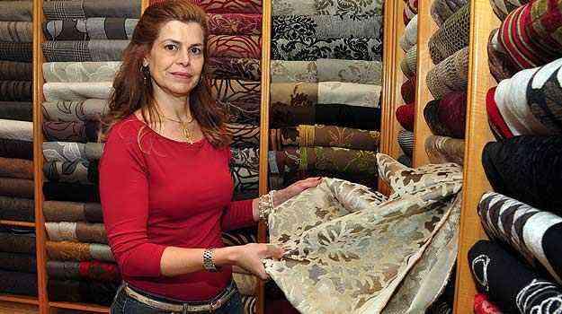 Patrícia Abreu, professora de design da Fumec, diz que é possível levar os tecidos para vários ambientes do lar  - Eduardo de Almeida/RA Studio.