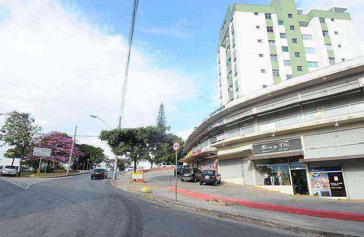 Rua Monteiro Lobato com a Avenida Conceição do Mato Dentro e a florida Praça Mohamed são uma das portas de entrada do bairro - Euler Júnior/EM/D.A Press
