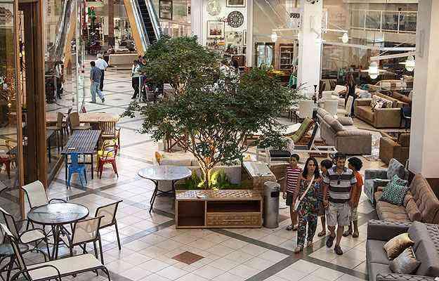 As lojas do Ponteio Lar Shopping oferecem produtos com até 60% de desconto e esperam aumentar as vendas nesta época do ano - Henique Queiroga/Divulgação