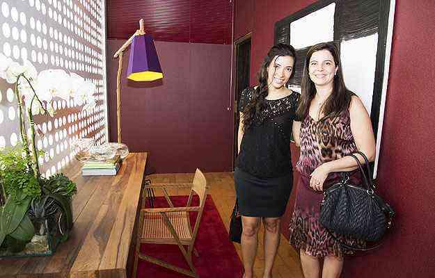 Natacha Nascif e Juliana Couri ficaram encantadas com a parede de cobogós original do imóvel - Thiago Ventura/EM/D.A Press
