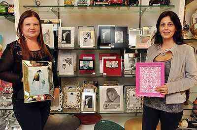 Para as designers de interiores Klazina Norden e Ana Karina Chaves, fotos de família devem ficar em destaque - Eduardo Almeida/RA Studio
