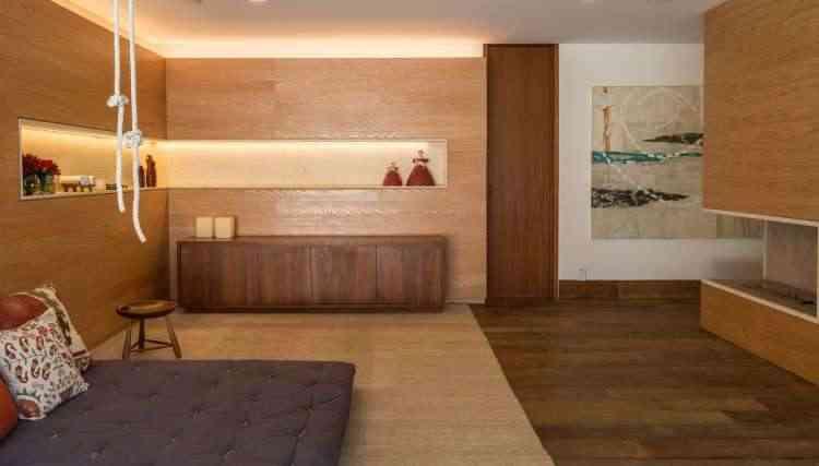Já o escritório RAP Arquitetura criou um ambiente que privilegia a presença da madeira para buscar todo o conforto - Evelyn Mauller/Divulgação