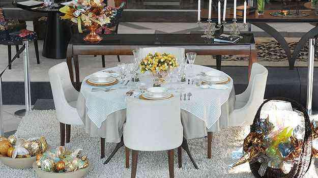 Zeuslene Corrêa uniu mesa e aparador em decoração clássica e funcional - Leandro Couri/EM/D.A Press