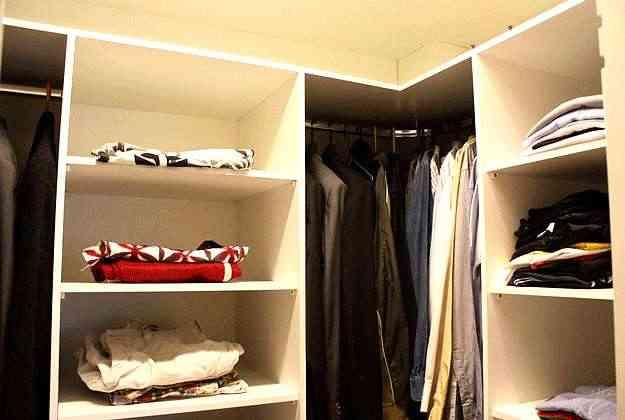 Espaço para manter roupas e objetos organizados é fundamental em decoração para solteiros - Valério Ayres/Esp. CB/D.A Press