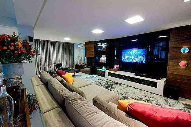 Assistir os jogos com conforto e qualidade técnica é possível através de alguns itens, capazes de transformar o espaço em uma verdadeira sala de cinema  - (Divulgação/Logo Arquitetura)