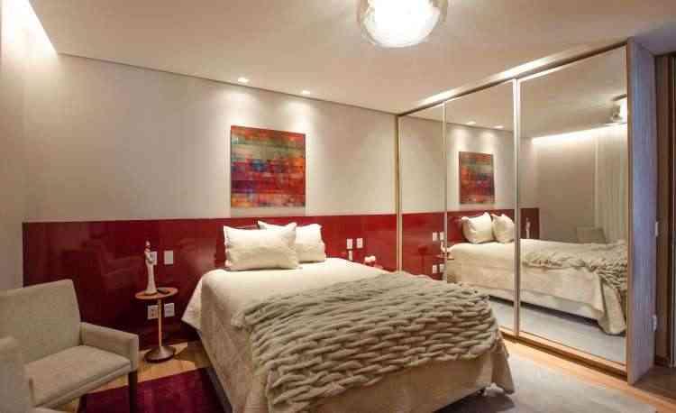 O vermelho aquece os ambientes e tem a ver com amor e energia, sendo uma cor muito utilizada em casas para casais - Paula Brant/Divulgação