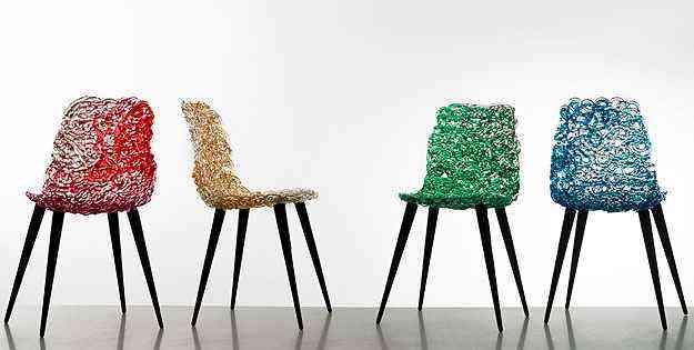 Cadeiras podem ser tanto itens indispensáveis no cotidiano, quanto objetos escultóricos - Edra/Divulgação