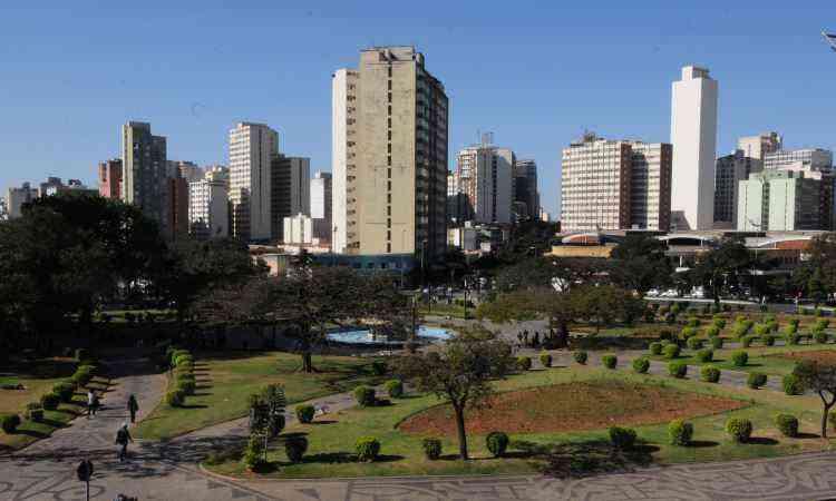 Prédio da prefeitura foi pensado em frente à Praça Raul Soares - Rodrigo Clemente/EM/D.A Press