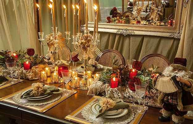 Rosa Dutra usou castiçais  com anjos como símbolo da festa natalina - Loja das Festas/Divulgação