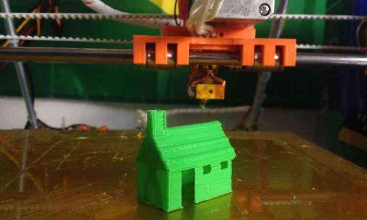 O projeto da InovaHouse3D começou com uma simples impressora 3D que fazia objetos plásticos - InovaHouse3D/Divulgação