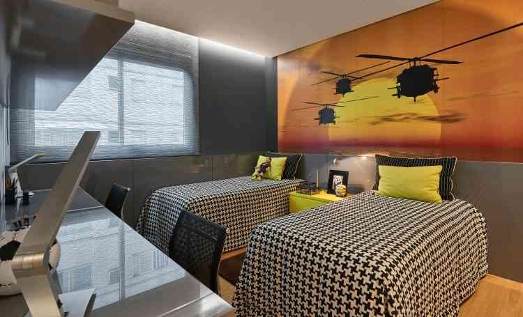 Com base neutra e tons cinza, o destaque do quarto fica por conta do papel de parede - Jomar Bragança/Divulgação