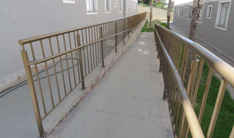 Rampas para cadeiras de rodas são fundamentais para garantir a mobilidade nos condomínios  - Beto Novaes/EM/D.A Press - 28/1/14