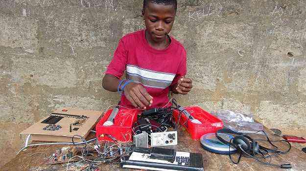 Aos 14 anos, Kelvin foi convidado pelo Instituto Tecnológico de Massachusetts (MIT), nos EUA, para compartilhar sua experiência com professores e alunos  - Reprodução/Internet/Kalamu.com