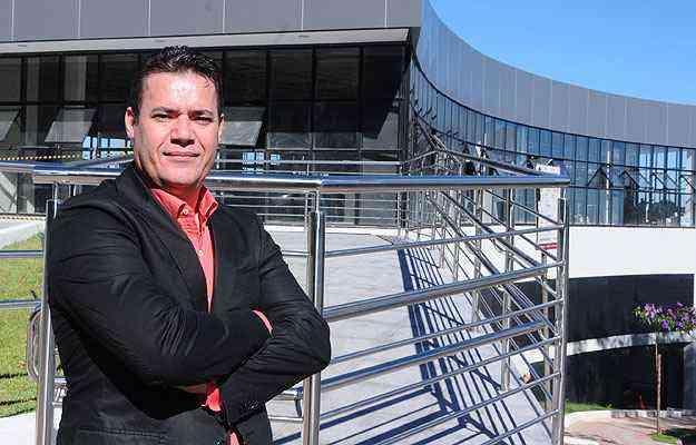 Daniel Miranda, diretor comercial da Bel Lar, se prepara para a inauguração de nova loja, com mais de mil metros quadrados, na Avenida Nossa Senhora do Carmo - Euler Júnior/EM/D.A Press