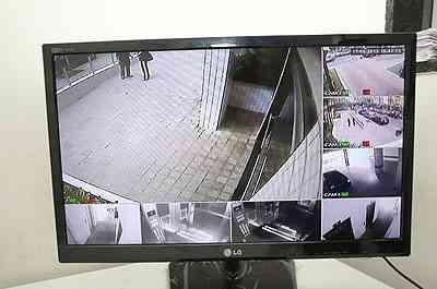 Uma alternativa é colocar câmeras em pontos estratégicos e um visor na portaria, para monitorar movimento nas áreas internas e externas do local  - Ramon Lisboa/EM/D.A PRESS - 17/6/13