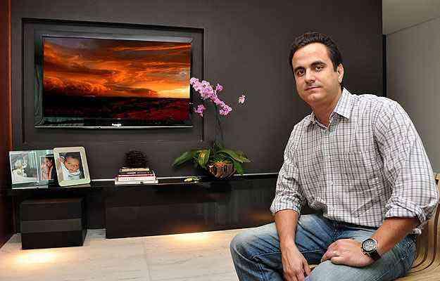 O engenheiro civil Eduardo Caldeira Ferreira Pinto investiu na sobriedade para criar ambiente sofisticado e aconchegante - Eduardo de Almeida/RA Studio