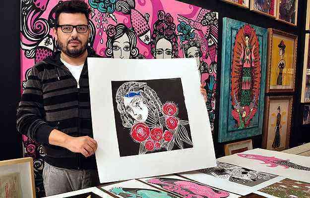 O artista plástico Rogério Fernandes faz xilogravura em quadros e em várias tipos de peças para casa, como luminárias, pratos e copos. Preços variam de R$ 35 a R$ 2,5 mil  - Eduardo Almeida/RA Studio