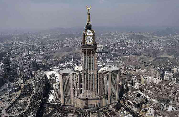 Abraj Al Bait Towers, em Meca, na Arábia Saudita - MOHAMMED AL-SHAIKH/AFP