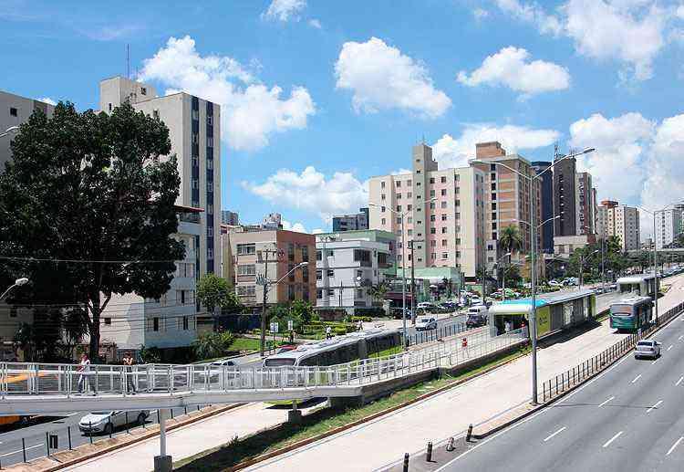 A Avenida Cristiano Machado é uma das principais vias do Cidade Nova, por onde circulam o Move e várias linhas de ônibus - Edesio Ferreira/EM/D.A Press