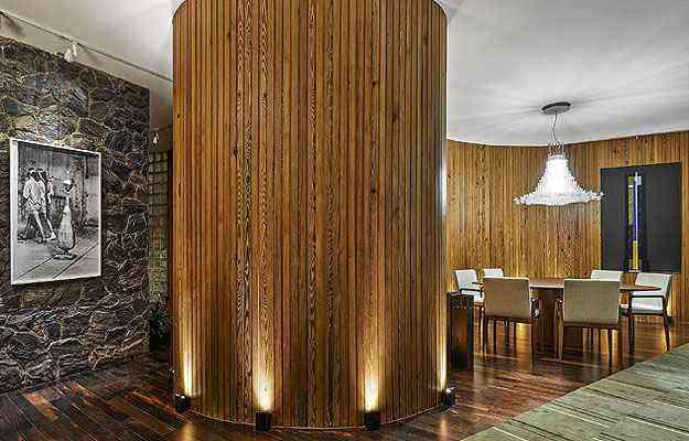 Cláudia e Flávia Roscoe receberam o desafio de projetar a Sala de Jantar sem paredes retas - Casa Cor/Divulgação