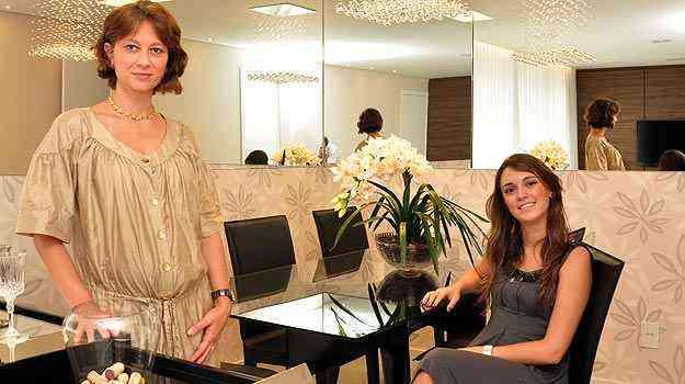 As designers de interiores Laura Santos e Fabiana Visacro consideram que as parcerias de serviço permitem maior planejamento, economia na execução e valorização do imóvel - Eduardo Almeida/RA Studio