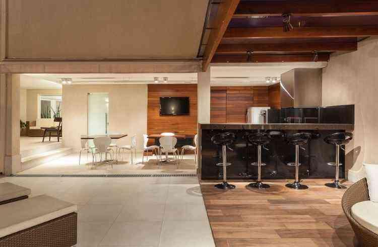 Ambientes integrados são ideais para quem gosta de fazer festa e receber. Todos curtem - Daniel Mansur/Divulgação