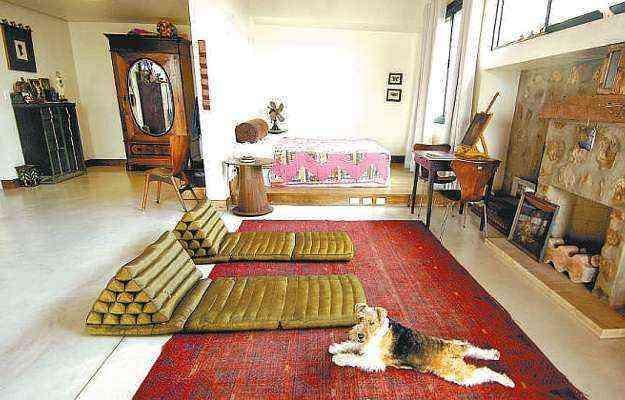Suíte de um loft é dividida pela disposição dos móveis - Motta & Gruner/Divulgação