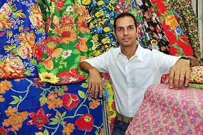 Azul, vermelho, verde, laranja e amarelo são as cores que marcam esse tecido, segundo o arquiteto e designer Cioli Cássius Stancioli - Eduardo Almeida/RA Studio