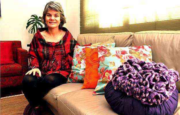 A designer de ambientes Ednei Aquino destaca o uso de almofadas para renovar a casa - Eduardo Almeida/RA Studio