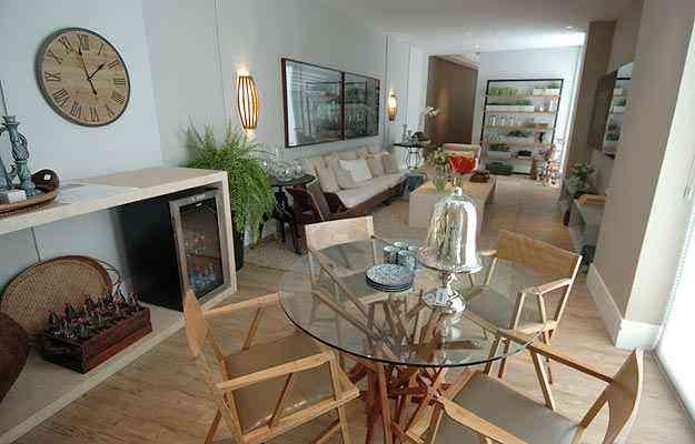 Na Varanda da Convivência, projetada por Renata Basques para a Casa Cor MG 2011, destaca-se o uso da madeira - Alexandre Guzanshe/EM/D.A Press