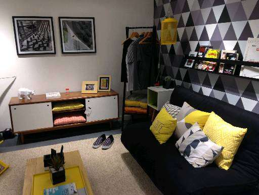 Uso do preto na decoração com objetos coloridos dá um ar de modernidade ao ambiente masculino  - Oppa/Divulgação